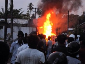 Aluthgama-Muslims-attacked-